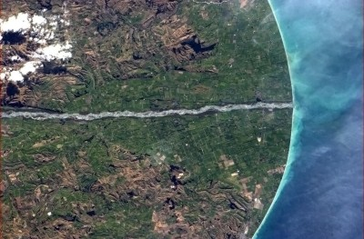 Waitaki River from space shows how it flows almost in a straight line to the sea